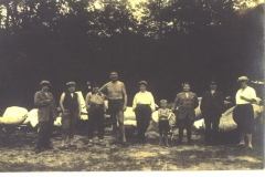 Menschen auf Baumwerder I 1920