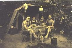 Menschen auf Baumwerder II 1920